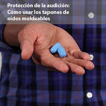 Un video de un hombre que muestra la forma correcta de usar tapones de oídos moldeables para ayudar a prevenir la pérdida de audición inducida por el ruido.