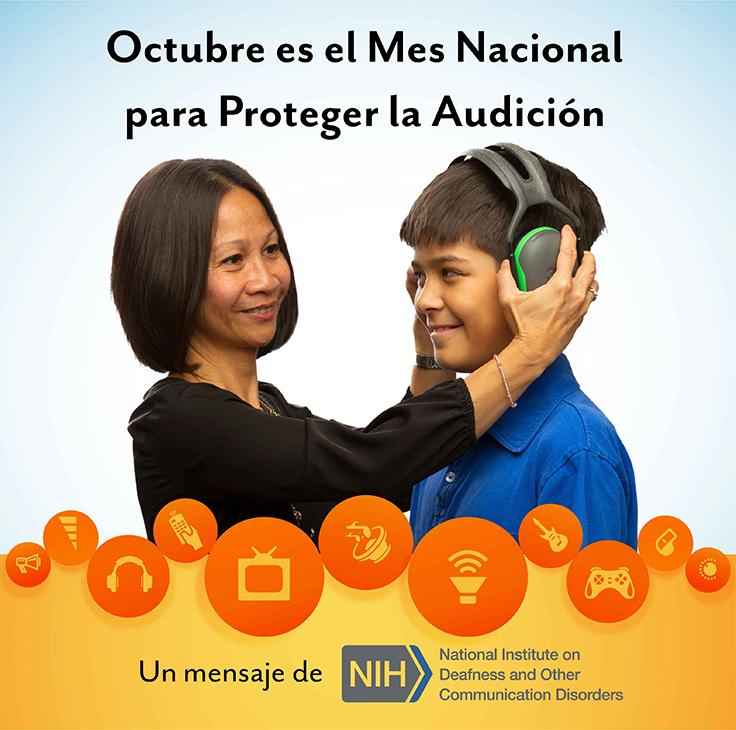 Una mujer le pone orejeras a un niño preadolescente. El texto sobre ellos dice: Octubre es el Mes Nacional de Proteger la Audición.